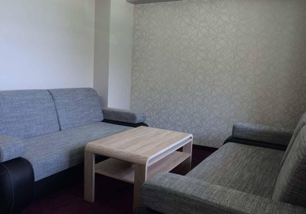 Apartament Typu B z małą sypialnią oraz pokojem gościnnym.